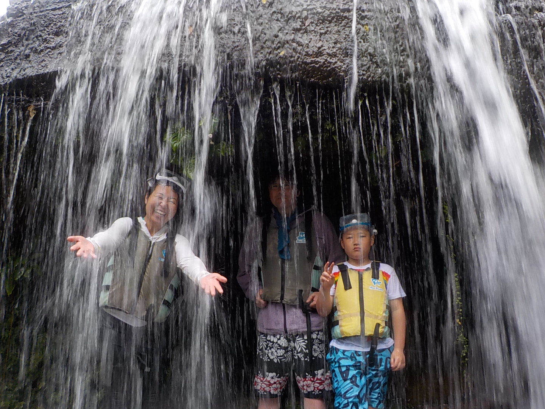 雨でも滝遊び!